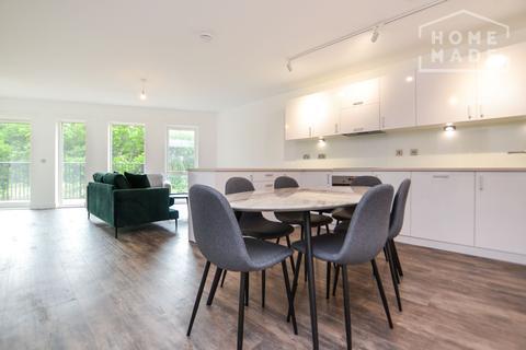3 bedroom flat to rent - Millet Place, Royal Docks, E16