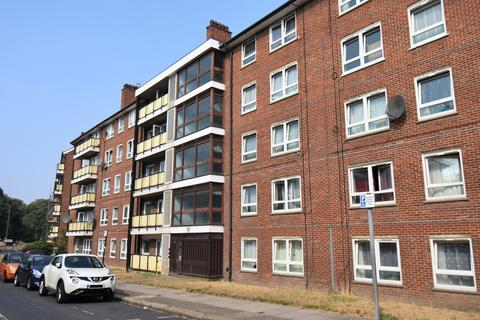 2 bedroom flat for sale - Kingsman Street London SE18