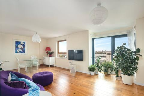 2 bedroom flat for sale - Burford Wharf Apartments, 3 Cam Road, London, E15