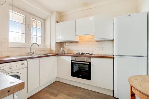 3 bedroom flat for sale - Meadow Road, London SW8