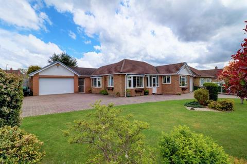 3 bedroom detached bungalow for sale - Park View Road, Four Oaks