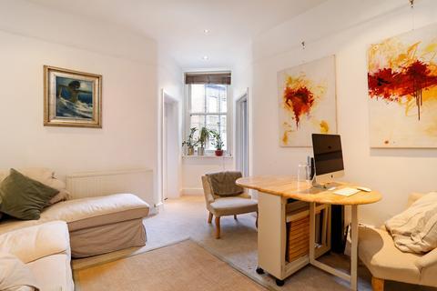 2 bedroom apartment to rent - Albert Palace Mansions, Lurline Gardens