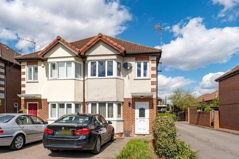 3 bedroom semi-detached house for sale - Elmcroft Avenue, Wanstead