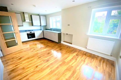 2 bedroom apartment to rent - Southbourne Gardens, Ruislip