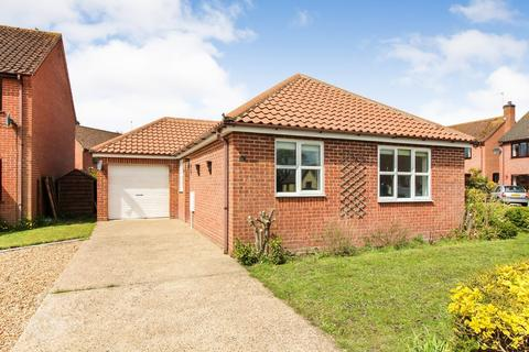3 bedroom detached bungalow to rent - The Meadows, Thurton, Norwich