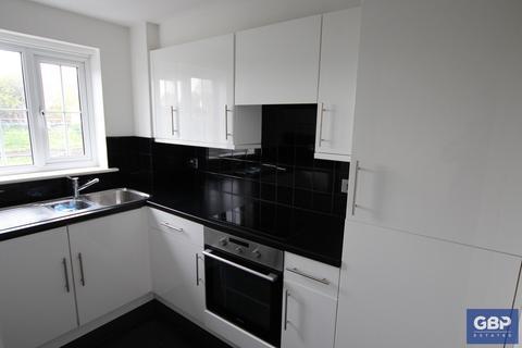 2 bedroom flat to rent - Kidman Close, Gidea Park