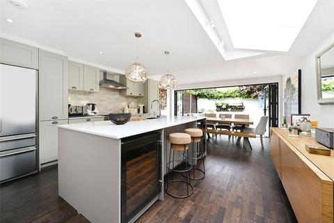 4 bedroom end of terrace house to rent - Bennerley Road, London, SW11