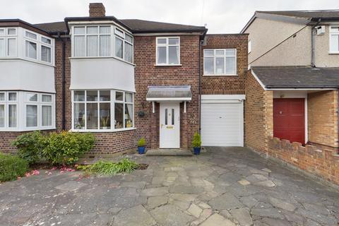 4 bedroom semi-detached house for sale - Angus Drive, Ruislip