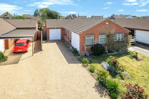 2 bedroom bungalow for sale - Brou Close, East Preston, BN16