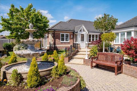 2 bedroom bungalow for sale - Crescent Road, Locks Heath