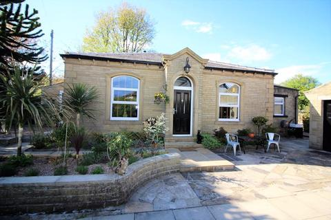 2 bedroom bungalow for sale - Kensington Road, Savile Park, Halifax