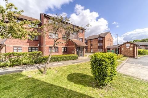 1 bedroom flat for sale - Lowry Crescent, Mitcham, CR4