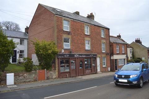 Property to rent - Carisbrooke High Street, Newport