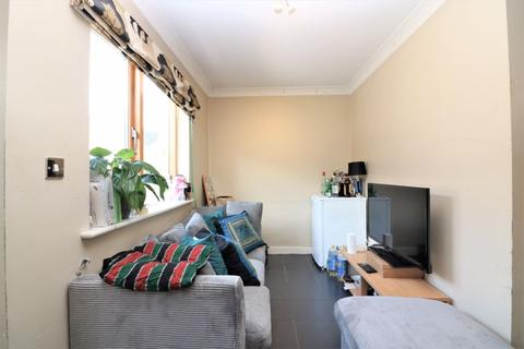 4 bedroom terraced house to rent - Pancras Way, London
