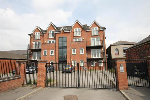 3 bedroom apartment to rent - Longcauseway, Farnworth, Bolton