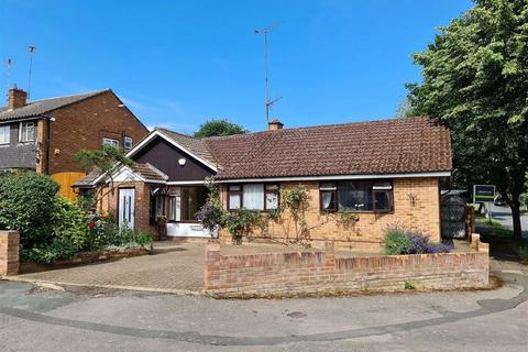 5 bedroom detached bungalow for sale - The Paddocks, Linslade