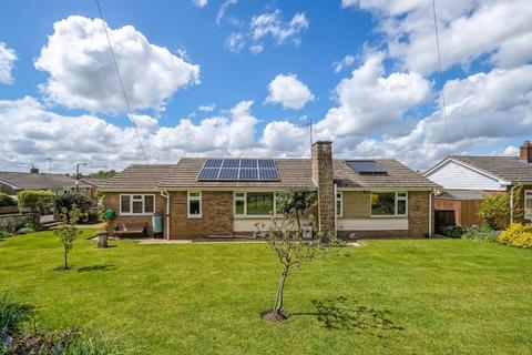 3 bedroom detached bungalow for sale - Elm Close, Laverstock