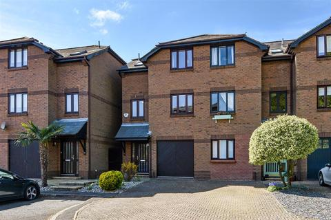 3 bedroom end of terrace house for sale - Penfolds Place, Arundel