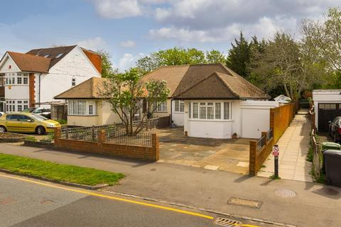 3 bedroom semi-detached bungalow for sale - Stoneleigh Park Road, Epsom