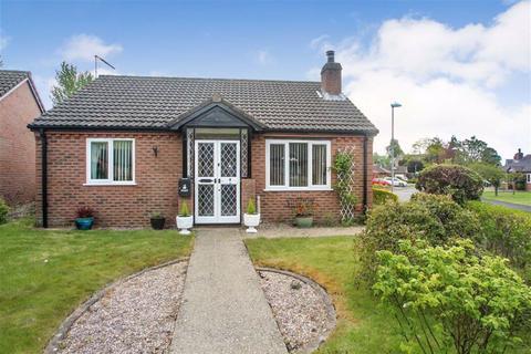 2 bedroom detached bungalow for sale - Maes Uchaf, Llansantffraid