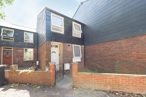 3 bedroom property for sale - Yarmouth Crescent, London