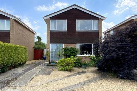 3 bedroom detached house for sale - King John Avenue, Bearwood, Bournemouth