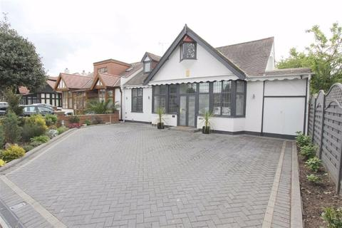 6 bedroom semi-detached bungalow for sale - Egerton Gardens, Seven Kings, Essex, IG3
