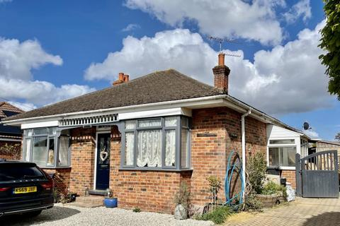 3 bedroom bungalow for sale - East View Road