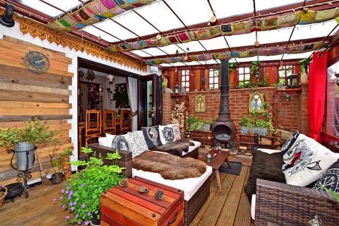 3 bedroom semi-detached house for sale - Erskine Road, Sutton, Surrey