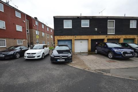1 bedroom flat to rent - Rochfords Gardens, Slough, SL2