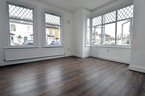 4 bedroom end of terrace house to rent - Raleigh Road London SE20