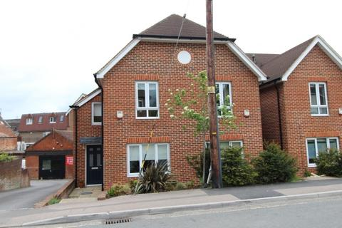 2 bedroom semi-detached house to rent - Mill Road Burgess Hill RH15 8DZ