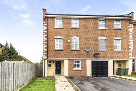 5 bedroom semi-detached house to rent - Barlow Drive London SE18