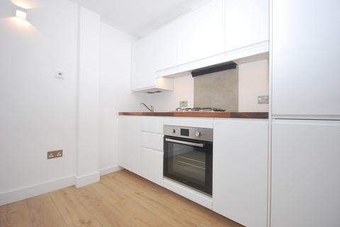 2 bedroom flat to rent - New Church Road London SE5
