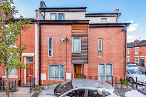 4 bedroom end of terrace house for sale - Patey Street, Longsight, Manchester, M12
