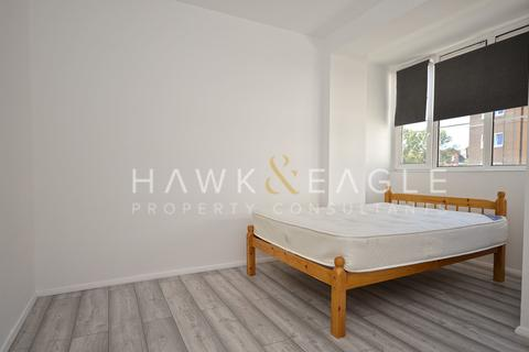 3 bedroom apartment to rent - Rogers Estate , Globe Road, London, E2