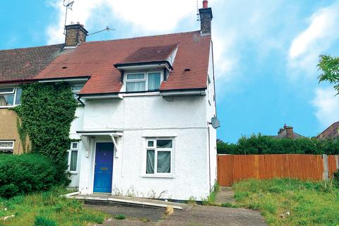 3 bedroom semi-detached house for sale - East Way, Hayes, UB3