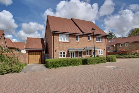 3 bedroom semi-detached house for sale - Renfields, Haywards Heath