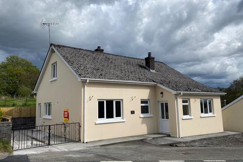 2 bedroom detached bungalow for sale - Llanybydder, SA40