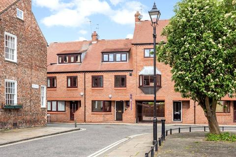 2 bedroom terraced house for sale - St. Andrewgate, York, North Yorkshire, YO1
