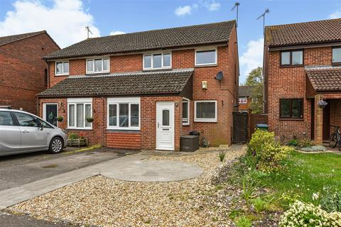 3 bedroom semi-detached house for sale - Olivers Meadow, Westergate