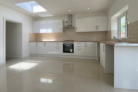 4 bedroom semi-detached house to rent - Milford Road, Southall