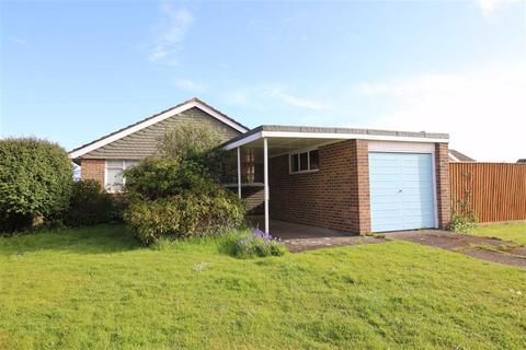 2 bedroom bungalow for sale - Chiltern Drive, Barton On Sea, Hampshire