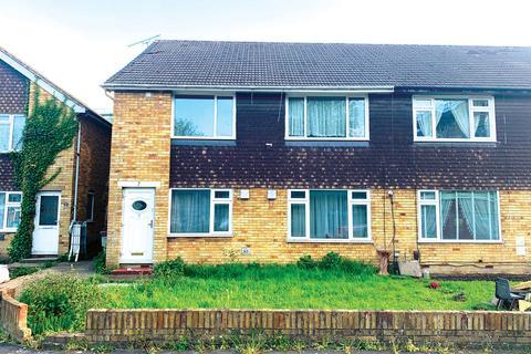 2 bedroom maisonette for sale - Sandringham Gardens, Hounslow, TW5