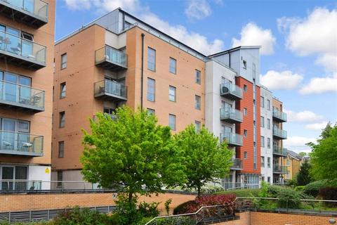 2 bedroom flat for sale - Queen Mary Avenue, London