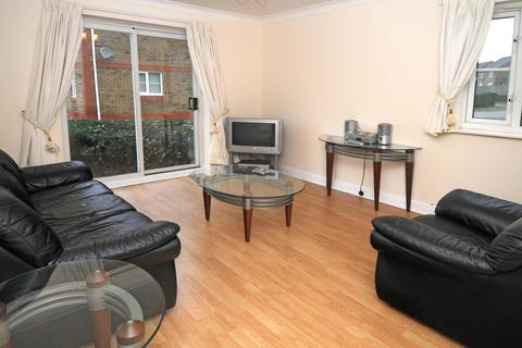 2 bedroom flat to rent - Pullman Court, Maidenbower, Crawley