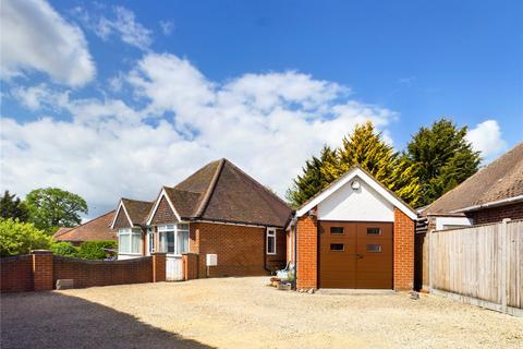 3 bedroom bungalow for sale - Royal Avenue, Calcot, Reading, RG31
