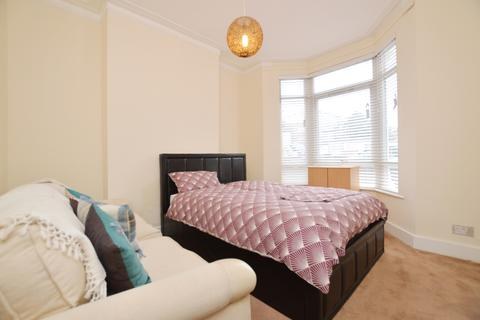 House share to rent - Hollydale Road Peckham SE15