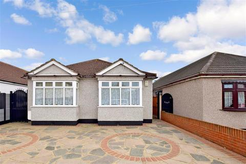 3 bedroom detached bungalow for sale - Sunningdale Road, Rainham, Essex