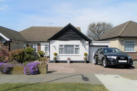 4 bedroom semi-detached bungalow for sale - The Crescent, Cranham RM14